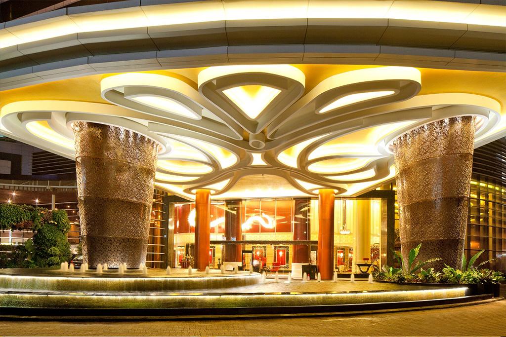 The Trans Luxury Hotel, Porte Cochere